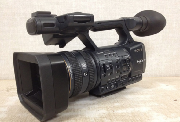 <h5>5. How To Choose a Video Camera for Broadcast Journalism</h5><p>Choosing the right video camera for your broadcast, video or multimedia program can be tricky. The market is filled with a wide range of products, and it seems like you never get that perfect combination of features and cost... </p>